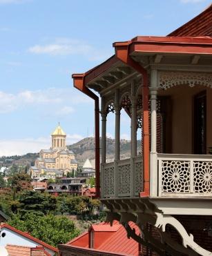 Santisima Trinidad desde balconadas clasicas Old Tbilisi