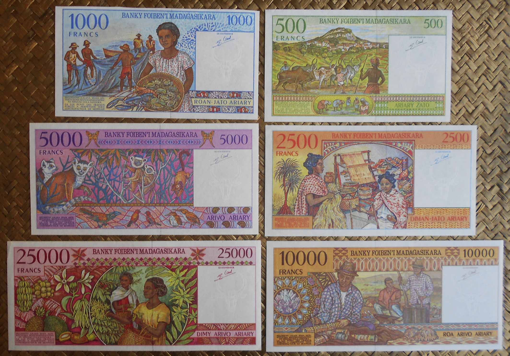 Madagascar serie Francos-Ariary años '90 s.XX reversos